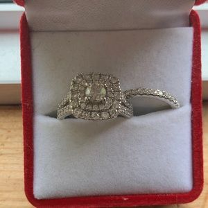 Jewelry - Diamond wedding ring and wedding band